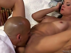 Stephanie Swift loves when gentle tongue touches her pussy petals. This gentleman presents her the almost any wonderful carpet munch from Stephanies college times.