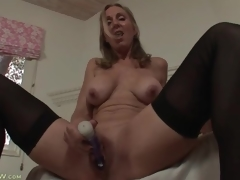 Solo mama turns on her pussy with a toy