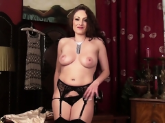 Long-haired milf knows what this babe will be doing after the long working day