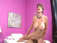 Older slut in lingerie loves a hawt creampie